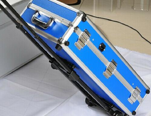 蓝色演示拉杆箱